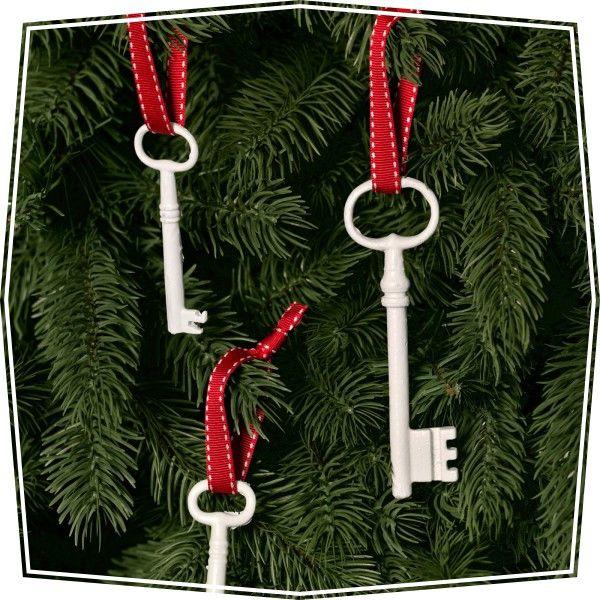Adorno navideño reciclado con llaves para el árbol